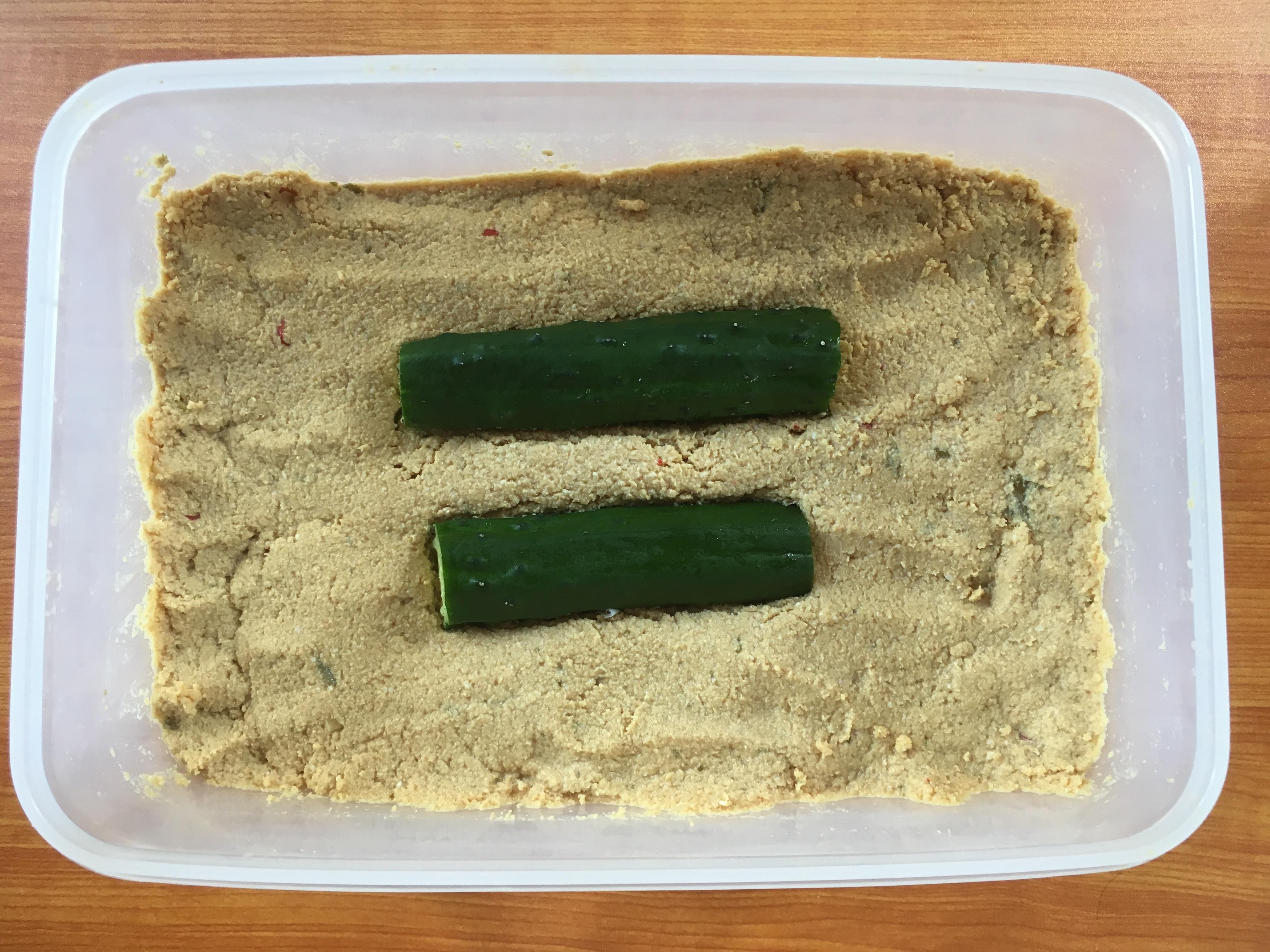 米ぬかで作ったぬか床に野菜を入れてできるのがぬか漬けです。