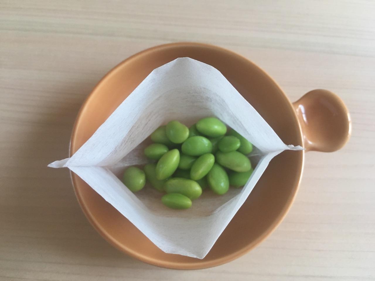 枝豆をお茶パックに入れて上から覗いてみたところ