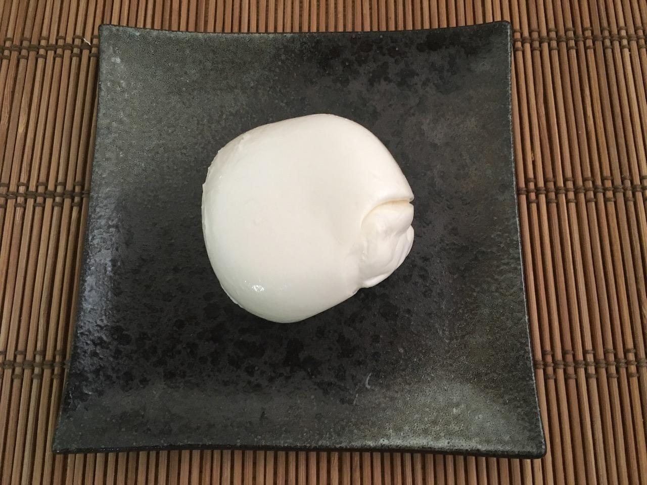 丸い形をしたモッツァレラチーズ