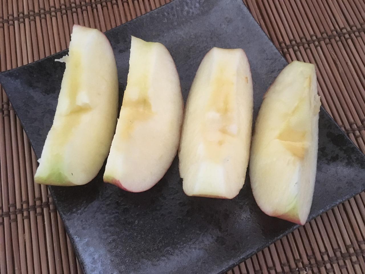 8分の1にカットしたりんご