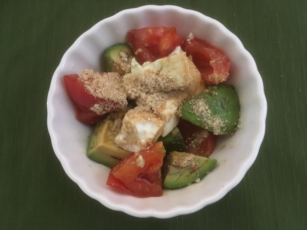 米ぬかを使ったアボカドと豆腐とトマトのサラダ①
