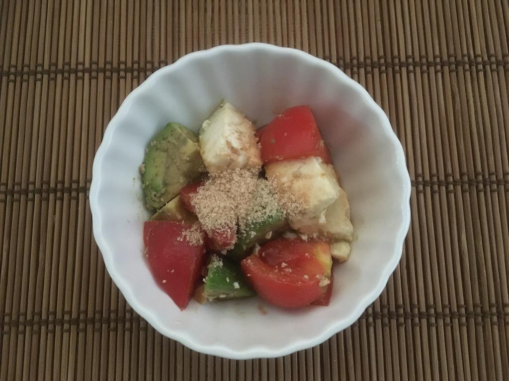 米ぬかを使ったアボカドと豆腐とトマトのサラダ②