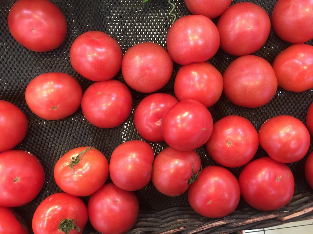 スーパーで売っているトマト