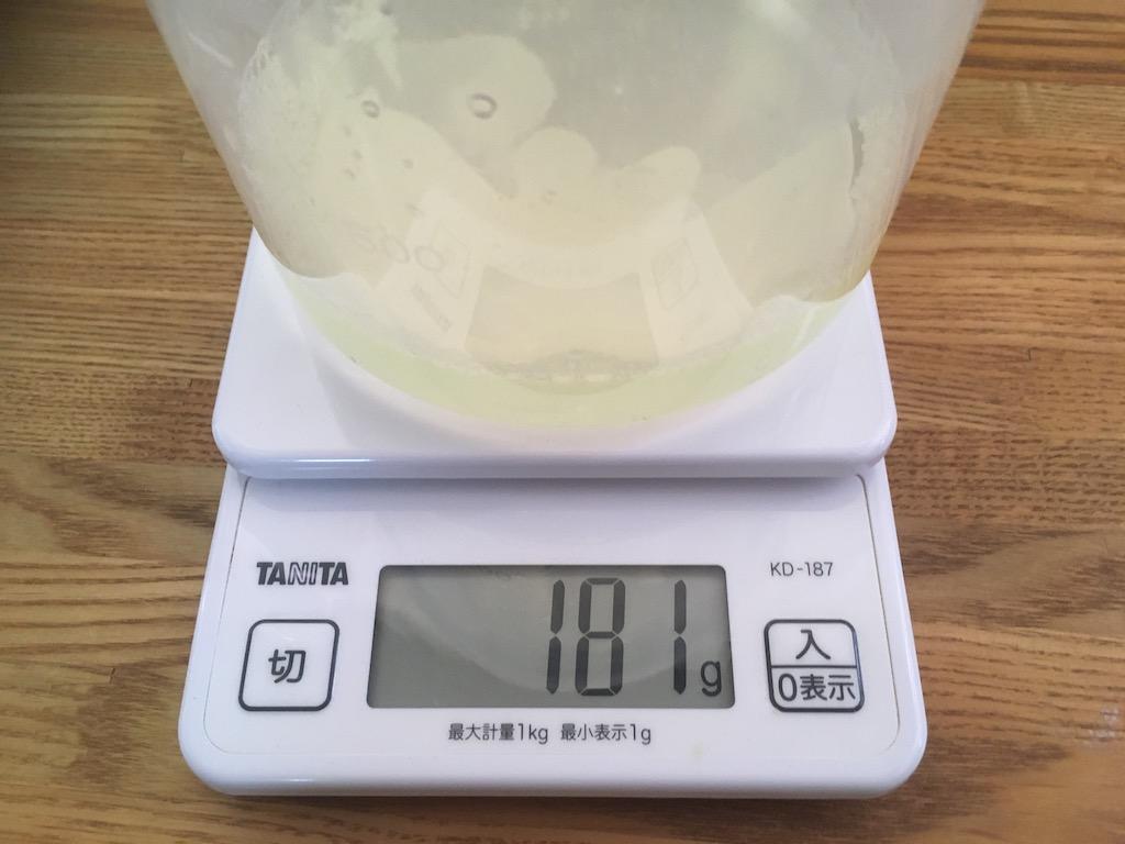 水の重さを量る
